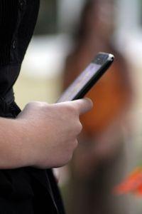 Handy: Facebook Home nicht ausloggbar. Bild: pixelio.de, Havlena