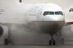 Flugzeug: Sicherheitsexperte darf nicht mitfliegen. Bild: Flickr.com/Curimedia