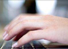 Finger auf Tasten: Vor allem Jüngere mögen Paid Content. Bild: hs-fresenius.de