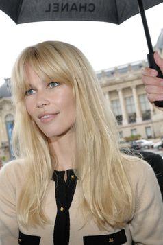 Claudia Schiffer beim Pariser Chanel-Defilee (2009).
