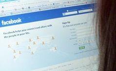 acebook-Nutzerin vor dem Computer. Bild: dts Nachrichtenagentur