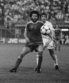 Breitner (vorne) im Trikot des FC Bayern, 1982