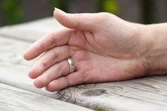 Versöhnung: entschuldigen nicht immer förderlich. Bild: pixelio.de/G. Havlena
