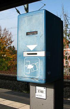 Fahrkartenentwerter an Münchner S-Bahn-Haltestelle