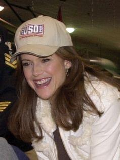 Kelly Preston bei einer Feierlichkeit der US-Navy