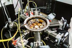 Test einer Elektronik mit einem Silizium-Stromgenerator.