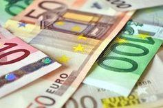 Geldscheine: Manager-Gehälter steigen.