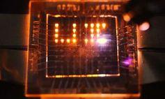 Spezial-Pixel: Diese leuchten nicht nur. Bild: Moonsub Shim, illinois.edu
