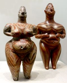 Frauenstatuetten aus Hacilar, Südost-Anatolien, Türkei (Museum für Vor- und Frühgeschichte Berlin)