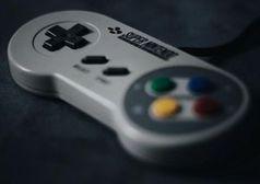 Super-Nintendo-Controller: Retro-Gaming populär.