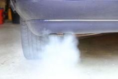 Auspuff: Diesel-Autos emittieren giftige Stickoxide.