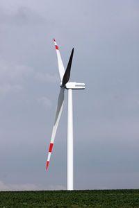 Windrad: Anleger hoffen auf weitere Anlagen. Bild: pixelio.de/uwe schlick