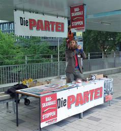 Wahlkampfstand der PARTEI-Hochschulgruppe an der Universität Bremen 2016