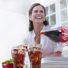 Coca-Cola-Ausschank: Lachen-Slogan auf dem Prüfstand. Bild: coca-cola.com