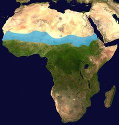 Die Lage der Sahelzone in Afrika ist blau markiert.