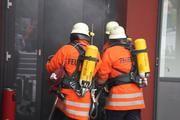 Viele Berufsgruppen wie z.B. Feuerwehrleute, Schweißer oder Hochofenarbeiter müssen sich vor Wärmestrahlung schützen. Bild: Feuer Bönnigheim - privat