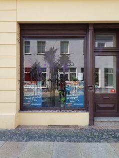 Beschmiertes Bürgerbüro in Cottbus.