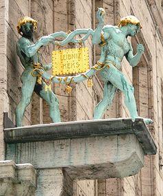 Bahlsen Keksfabrik Hannover, Schmuckfiguren an der Fassade