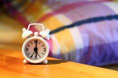 Wecker: Gerhirn erkennt Klingeln automatisch. Bild: pixelio.de, Alexandra H.
