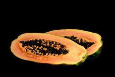 Papaya-Frucht liefert Rohstoff für Solarzellen.