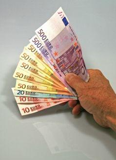 Lohntüte / Bezahlung / Geldscheine (Symbolbild)