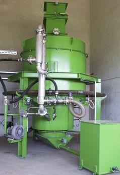 Wie die Hydrogen eMobility AG heute in einer Presseerklärung bekannt gab, verfügt sie über eine Technologie, die mit maximaler Energieeffizienz durch Trocknung und Vergasung von Holz die die Herstellung von grünem Wasserstoff zu einem bis dato nicht erreichbarem Herstellpreis ab € 2,-/kg Wasserstoff ermöglichen soll. Bild:     Dipl. Ing. Walter Sailer