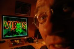 "Computerbefall: ist bei ""Experten"" häufiger. Bild: Martina Taylor / pixelio.de"