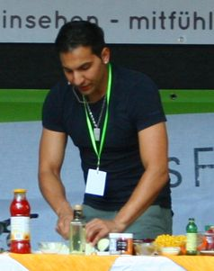 Attila Hildmann kocht auf dem Veggie Street Day in Dortmund 2010