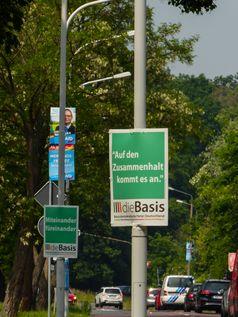 Plakate der Basisdemokratischen Partei Deutschland (dieBasis)
