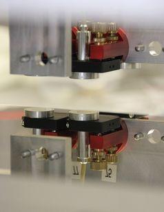 Die Abstandssensoren an den Neutronenspiegeln.