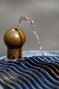 Trinkwasser ist in Entwicklungsländern oft belastet. Bild: Oliver Haja/pixelio.de