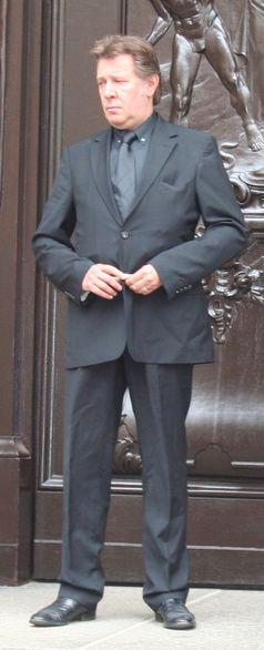 Jan Fedder vor dem Hamburger Michel
