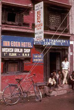 1973 noch legales Haschisch-Geschäft in Kathmandu (Nepal) (Symbolbild)