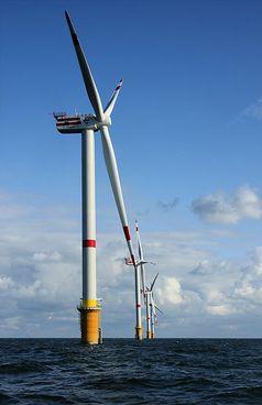 Offshore-Windenergieanlage Bild: Hans Hillewaert / de.wikipedia.org