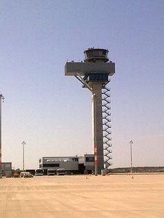 """Tower vom Flughafen Berlin Brandenburg """"Willy Brandt"""" (IATA: BER)"""
