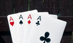 Kartenspiel: Computer simuliert Kartentrick. Bild: pixelio.de/Maik Schertle