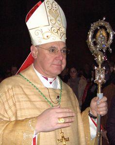 Bischof Müller im Regensburger Dom beim Introitus zur Christmette 2006