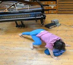 Pianoschal: Konduktives Textil erzeugt Klaviermusik. Bild: Jeff Bryant