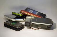 Handys: Nutzungsdauer bei nur zwei Jahren. Bild: Harald Wanetschka, pixelio.de