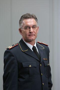 Hartmut ZIEBS, Präsident des Deutschen Feuerwehrverbandes (DFV), warnt vor Leichtsinn in überfluteten Gebieten.