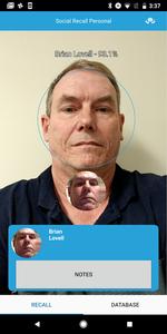 """Gesichtserkennung """"SocialRecall"""": App erkennt Person."""