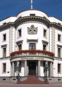 Haupteingang des Schlosses mit Inschrift Hessischer Landtag