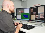 Der Jenaer Informatiker Björn Fröhlich untersucht, wie Inhalte in Bildern in einem komplexen Zusammenhang vom Rechner erkannt werden können. Foto: Peter Scheere/FSU