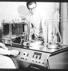 Die erste deutsche Herz-Lungen-Maschine der Fa. Ulrich GmbH & Co. KG, 1958