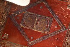 Detailaufnahme des Prachteinbandes mit Lutherbildnis und Lutherrose.
