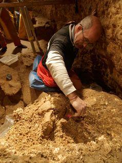 Ausgrabungsarbeiten in der Höhle Sima de los Huesos. Quelle: Javier Trueba, Madrid Scientific Films (idw)