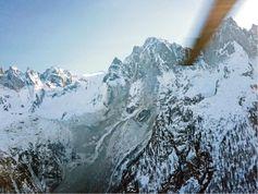 Felssturz am Piz Cengalo im Bergell: eine mögliche Folge der Erwärmung von Permafrostgebieten. Quelle: Foto: Heli Bernina 2011 (idw)