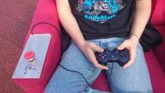 Die Couch wird mit einem Xbox-Gamepad gesteuert Quelle: University of New South Wales (idw)
