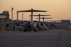 Transportflugzeuge vom Typ Airbus A400M stehen zur Vorbereitung auf dem Fliegerhorst Wunstorf im Rahmen der Verlegung nach Afghanistan, am 05.12.2018.