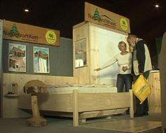 Das Schuster Holz Team warb mit Produkten aus Vollwertholz. Bild: ExtremNews Kai Oestreich